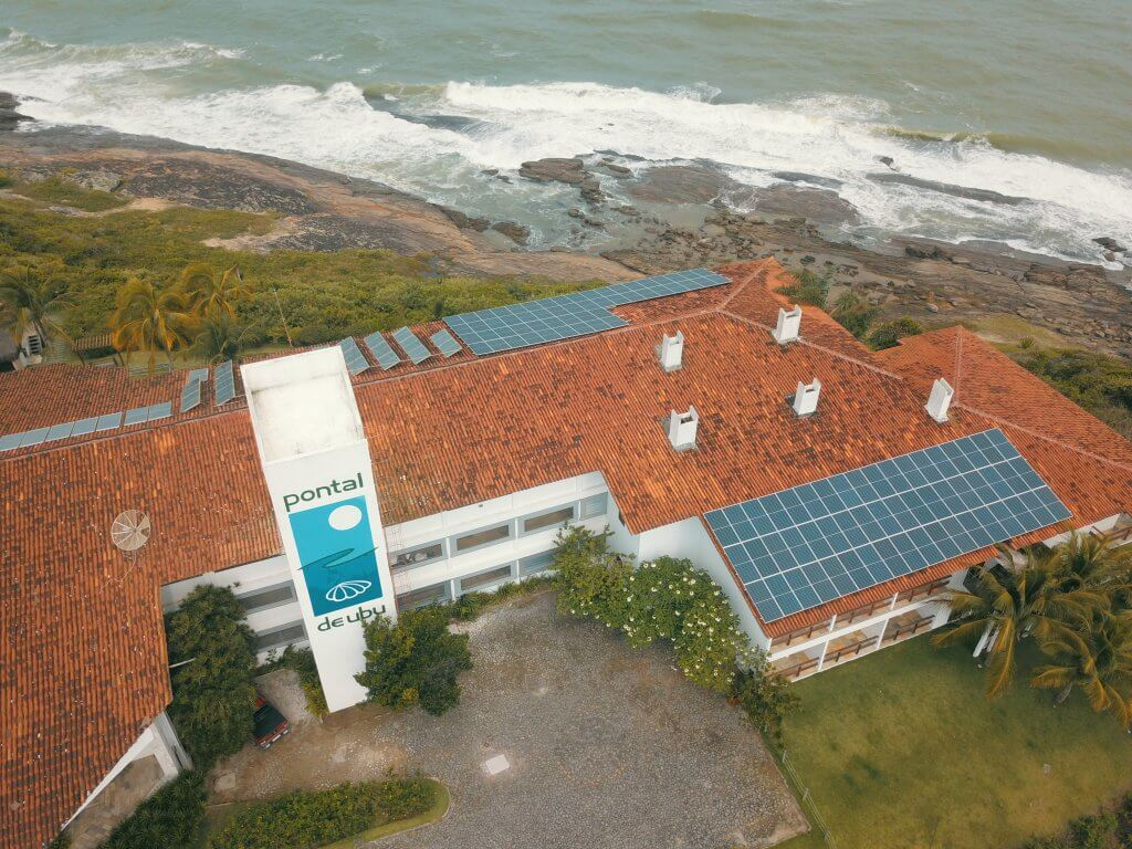 Vista do hotel pontal de ubu com energia solar
